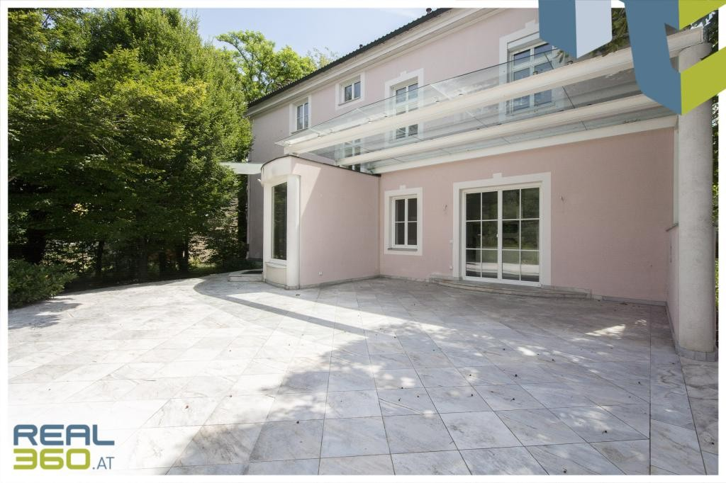 Villa in toller Lage in Traun mit riesigem Garten & Pool!